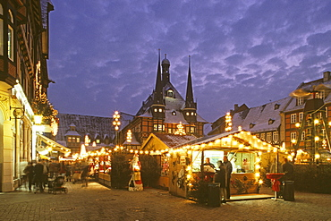 Wernigerode, market square, Christmas market, half-timbered houses, Harz mountains, Saxony Anhalt, Germany