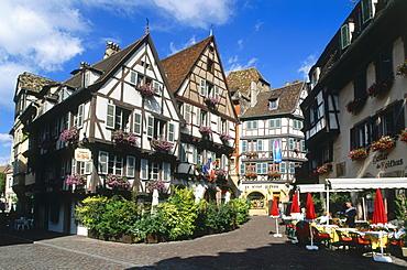 Square in the old town, Platz an der Grand Rue, Colmar Alsace, Haut-Rhin, France