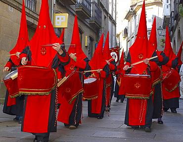 Drummers from the brotherhood, cofradÃŒa de la Esperanza, at the Palm Sunday Procession, Capilla de Animas, Santiago de Compostela, Galicia, Spain