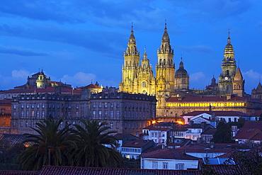 Evening view of the cathedral, Catedral de Santiago de Compostela, Colexio de San Xerome, Pazo de Raxoi, Pazo de Rajoy, Santiago de Compostela, Galicia, Spain