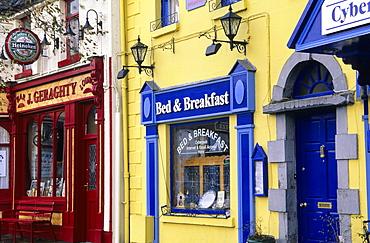 Europe, Great Britain, Ireland, Co. Mayo, pub and bed & breakfast in Westport