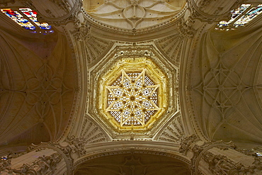 Vault of the dome, cupola, 16th Century, 59m high, in Cathedral Santa MarÃŒa, Catedral Santa MarÃŒa, Burgos, Castilla Leon, Spain