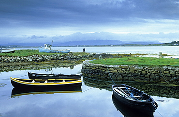 Europe, Great Britain, Ireland, Co. Galway, Connemara, boats in Dog's Bay