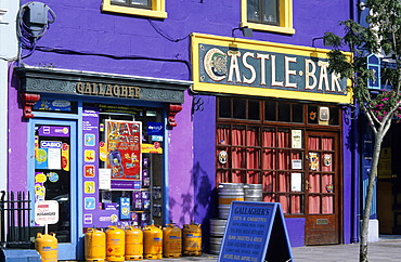 Europe, Great Britain, Ireland, Co.Cork, Macroom, street with shops and pub (Castle Bar)