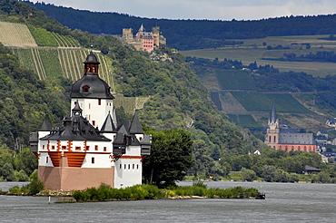 Schoenburg Castle and river Rhine, Oberwesel, Pfalz near Kaub, Rhineland Palatinate, Germany