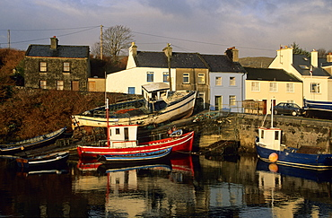 Europe, Great Britain, Ireland, Co. Galway, Connemara, fishing village of Roundstone, fishing boats at the pier