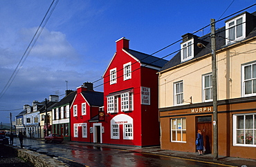 Europe, Great Britain, Ireland, Co. Kerry, Dingle peninsula, painted houses in Dingle