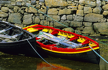 Europe, Great Britain, Ireland, Co. Galway, Connemara, rowing boats at the pier in Roundstone