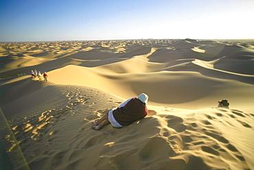 Tourists on the dunes of the desert, Grand Erg Occidental, Sahara, Algeria, Africa