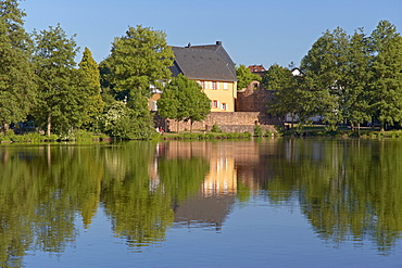 Gustavsburg castle with castle pond, Homburg-Jaegersburg, Saarland, Germany, Europe