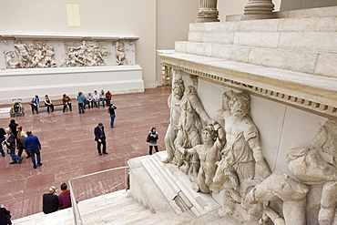 Visitors, Pergamon Museum, the Pergamon temple, antique collection, mural, Museum Island, the State Museums of Berlin, Prussian Cultural Heritage Foundation, Berlin, Germany