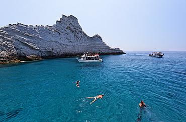 People bathing at Chiaia di Luna, Island of Ponza, Pontine Islands, Lazio, Italy, Europe