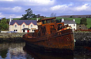 Shipwreck in Kilmakilloge harbour, Beara peninsula, County Kerry, Ireland, Europe