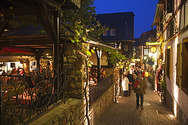 The legendary Drosselgasse alley with wine bars and restaurants in the evening, Rudesheim am Rhein, Hesse, Germany, Europe