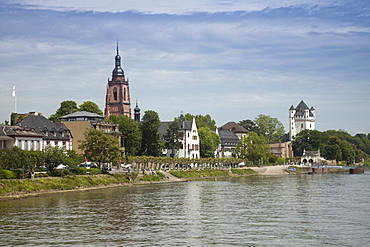 View of Rhine river and town of Eltville am Rhein, Hesse, Germany, Europe