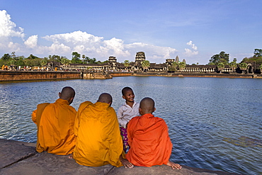 Monks at Angkor Wat Temple, Unesco World Cultural Heritage, Angkor, Cambodia