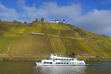 View of Marienburg castle and excursion boat on Moselle river, Puenderich, Rhineland-Palatinate, Germany, Europe