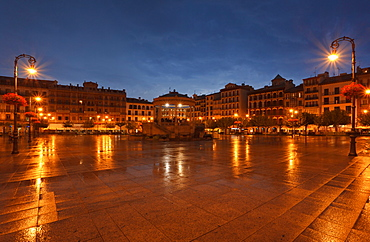 Plaza del Castillo, square at the old town in the evening, Pamplona, Camino Frances, Way of St. James, Camino de Santiago, pilgrims way, UNESCO World Heritage, European Cultural Route, province of Navarra, Northern Spain, Spain, Europe