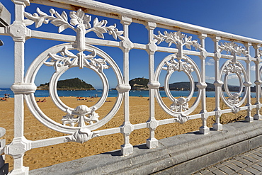 Balustrade of the seaside promenade and beach in the sunlight, Paseo de la Concha, Playa Ondarreta, Isla de Santa Clara, Bahia de la Concha, Bay of La Concha, San Sebastian, Donostia, Camino de la Costa, Camino del Norte, coastal route, Way of St. James, Camino de Santiago, pilgrims way, province of Guipuzcoa, Basque Country, Euskadi, Northern Spain, Spain, Europe