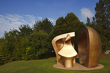 Sculpture at the Park of the Peoples of Europe, Big Figure in a shelter, Gernika-Lumo, Guernica, Camino de la Costa, Camino del Norte, coastal route, Way of St. James, Camino de Santiago, pilgrims way, province of Bizkaia, Basque Country, Euskadi, Northern Spain, Spain, Europe