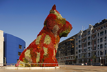 Sculpture Puppy in front of the Guggenheim Museum of modern and contemporary art, Bilbao, Province of Biskaia, Basque Country, Euskadi, Northern Spain, Spain, Europe