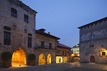 Torre de Don Borja tower and the restaurant El Castillo at the old town in the evening, Plaza Mayor, Santillana del Mar, Camino de la Costa, Camino del Norte, coastal route, Way of St. James, Camino de Santiago, pilgrims way, province of Cantabria, Cantabria, Northern Spain, Spain, Europe