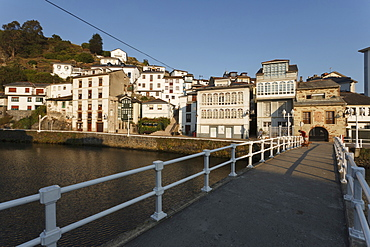 Luarca, seaside town, bridge above Rio Negro, river Camino de la Costa, Camino del Norte, coastal route, Way of Saint James, Camino de Santiago, pilgrims way, province of Asturias, Principality of Asturias, Northern Spain, Spain, Europe