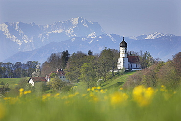 View over Holzhausen towards the Zugspitze mountain, Spring, Holzhausen am Starnberger See, Upper Bavaria, Bavaria, Germany
