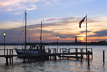 View from a pier onto the cathedral St Petri at sunset, Schleswig, Schlei fjord, Baltic Sea, Schleswig-Holstein, Germany, Europe