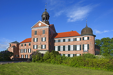 Eutin castle in the sunlight, Eutin, nature park Holsteinische Schweiz, Baltic Sea, Schleswig-Holstein, Germany, Europe