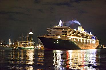 Cruise ship Queen Mary 2 clearing port at night, Hamburg Cruise Center Hafen City, Hamburg, Germany, Europe