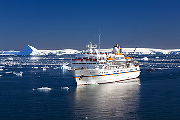 cruise ship MS Bremen, Prospect Point, Antarctic Peninsula, Antarctica