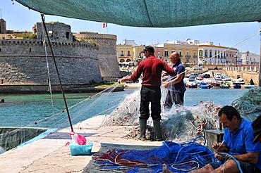 Fishermen in Gallipoli harbour, Salento, Apulia, Italy