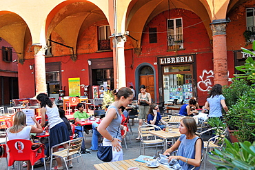 Via Zamboni in the university quarter, Bologna, Emilia-Romagna, Italy