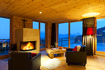 Interior view of BergeLodge in the evening, luxurious, romantic hideaway in Nesselwang 1500 m above sea level on the Alpspitze, Allgaeu, Bavaria, Europe