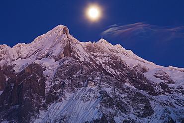 Dusk and Full Moon above the Wetterhorn, near Grindelwald, Winter Ski Resort in the Jungfrauregion, Bernese Oberland, Canton Bern, Switzerland, Europe