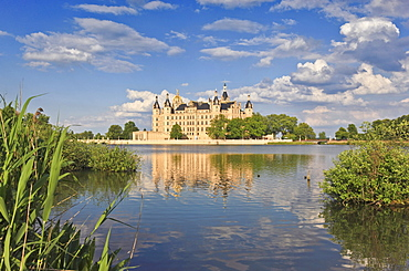 Lake and Schwerin castle, Schwerin, Mecklenburg Western Pomerania, Germany, Europe