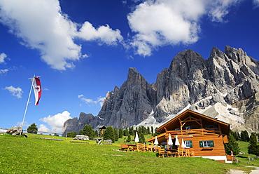 Alpine hut, Gschnagenhardter Alm in front of Geisler range, Geisler, Dolomites, UNESCO world heritage site Dolomites, South Tyrol, Italy