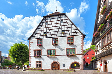Half timbered house in the sunlight, Kaysersberg, Alsace, France, Europe