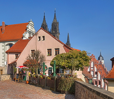 Restaurant in front of Albrechtsburg castle with cathedral, Meissen, Saxony, Germany, Europe