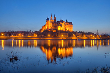Elbe with Albrechtsburg castle and cathedra in the eveningl, Meissen, Saxony, Germany, Europe
