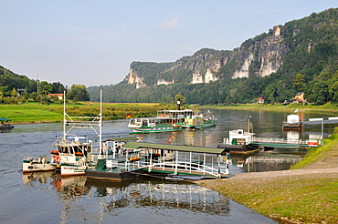 Boats on the banks of the river Elbe near Rathen, Saxonien Switzerland, Saxony, Germany, Europe