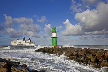 Ferry leaving seaside resort Warnemuende, Rostock, Baltic coast, Mecklenburg Western Pomerania, Germany, Europe