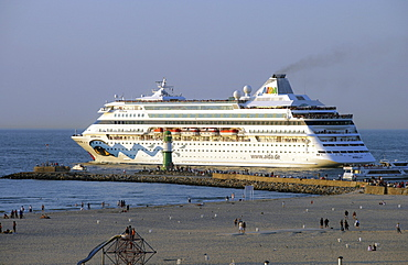 Cruise ship leaving the harbour of Warnemuende, Rostock, Baltic coast, Mecklenburg Western Pomerania, Germany, Europe