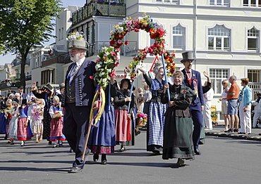 Folk festival Warnemuender Umgang at seaside resort Warnemuende, Rostock, Mecklenburg Western Pomerania, Germany, Europe