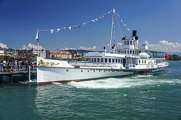 Stadt Zurich steam boat at Buerkliplatz pier, Zurich, Switzerland