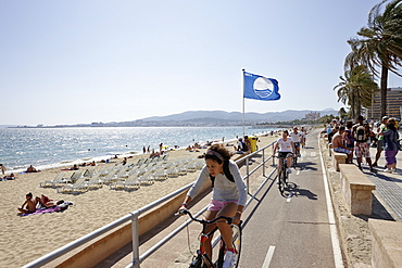 Bicycle path along the city beach near the cathedral, Palma de Mallorca, Mallorca, Balearic Islands, Spain