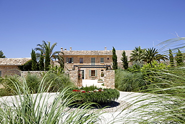 Driveway and entrance of Sa Franquesa Nova Hotel, Hotel Rural, country hotel between Villafranca de Bonany and Manacor, Mallorca, Balearic Islands, Spain