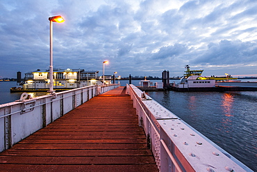 Ship landing stage Teufelsbrueck with Restaurant cafe Engel, Elbe in Hamburg-Nienstedten, Hamburg, Germany