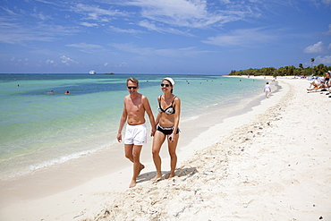 Couple strolls on beach at Punta Frances Parque Nacional, Isla de la Juventud, Cuba, Caribbean
